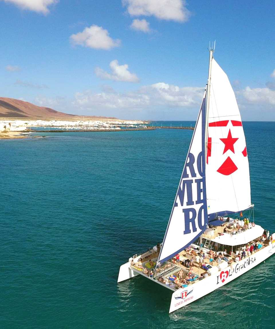 Catamaran Tour Lanzarote We Love La Graciosa